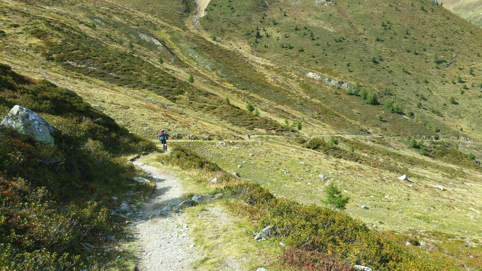 immer wieder schöne alpine Trails biken auf einer Transalp