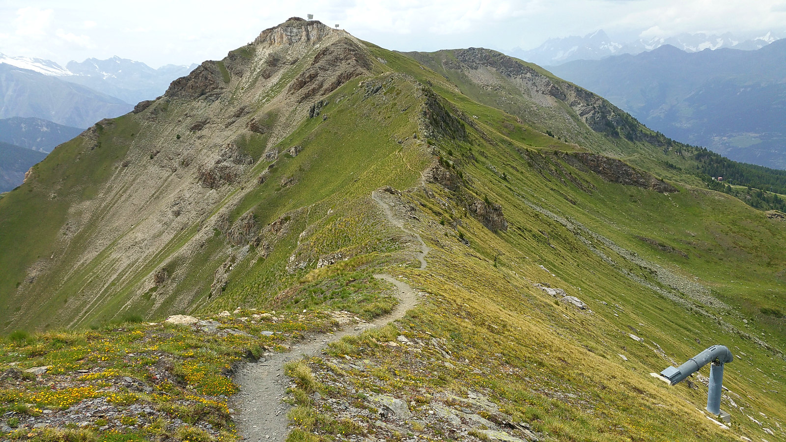 auf dem Kamm entlang zum nächsten Trail