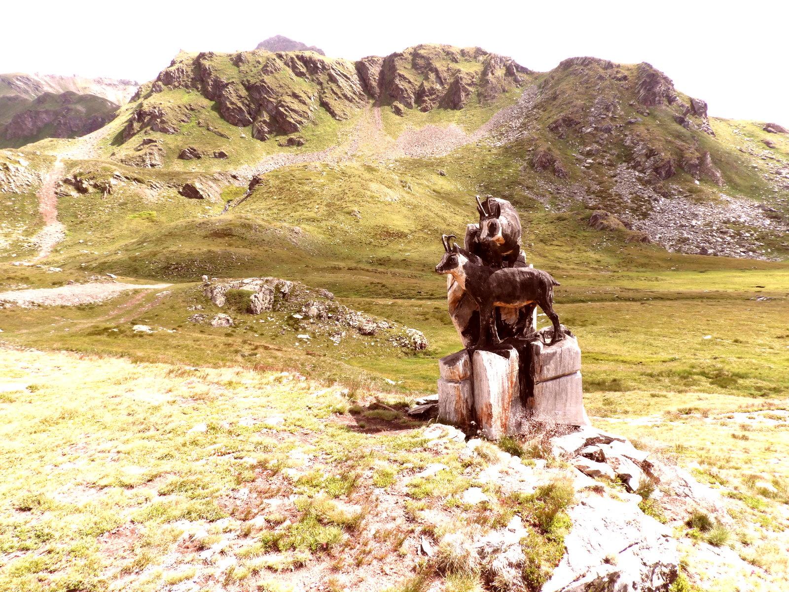 tolle Bildhauerei mitten in den Bergen im Aostatal