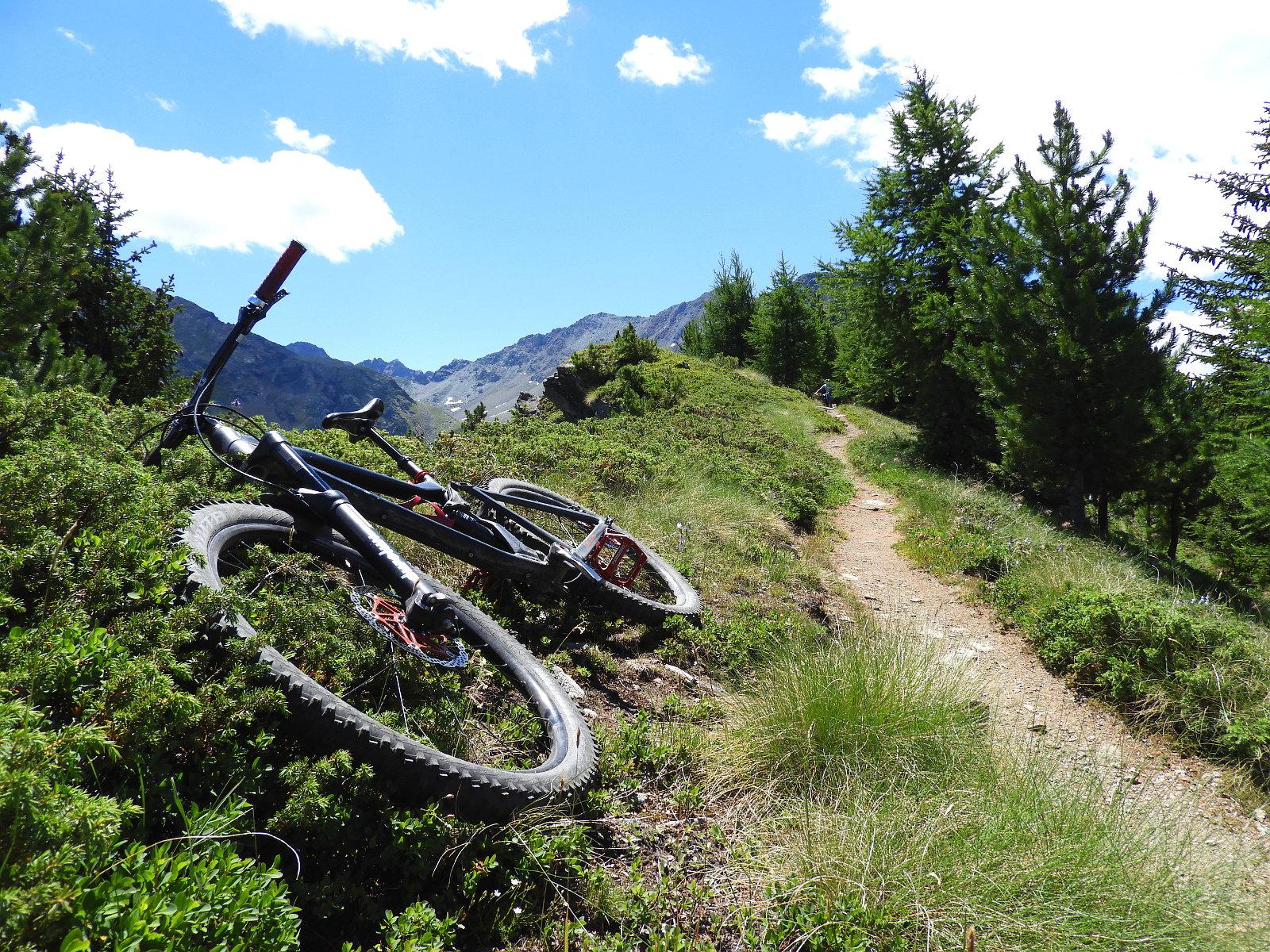 manchmal muss das Bike am Wegrand bleiben und die Augen geniesen das Panorama