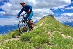 Mountainbike Tour auf langen alpinen Trails im Aosta Tal