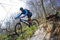 Spitzkehren biken auf Enduro Tour