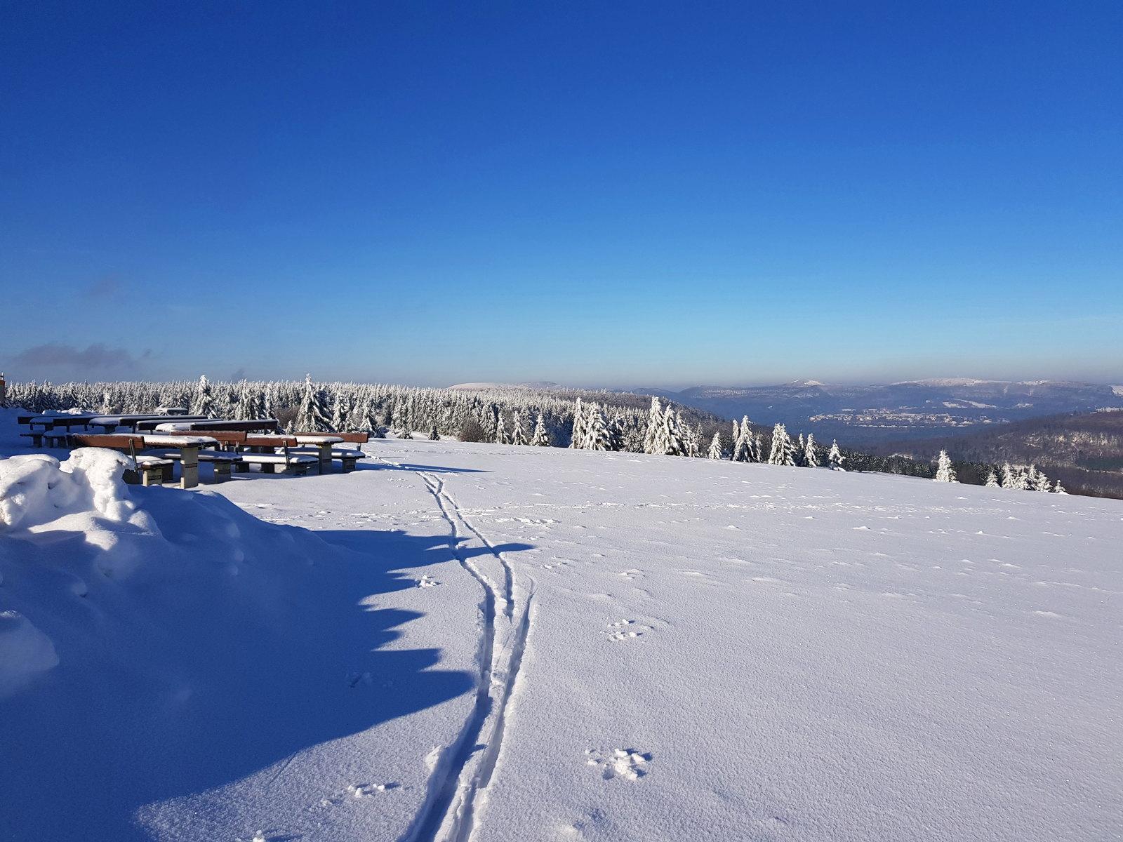 schöne Aussichten beim Wintersport in der Rhön