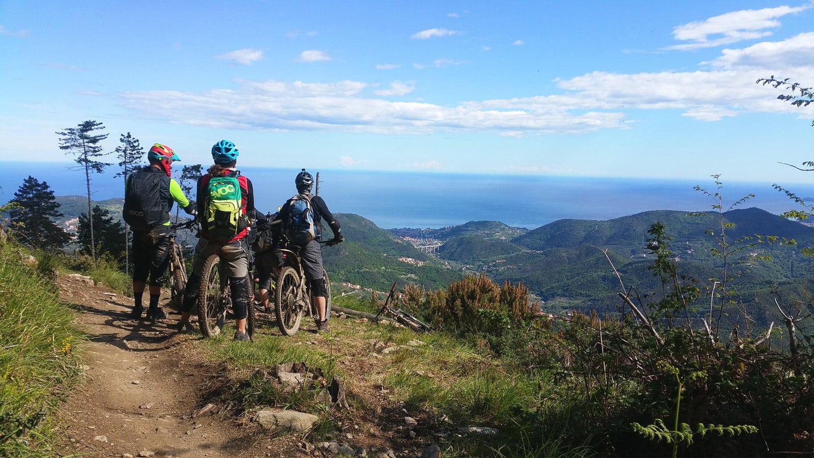 Rollercoaster mit Blick aufs ligurische Meer