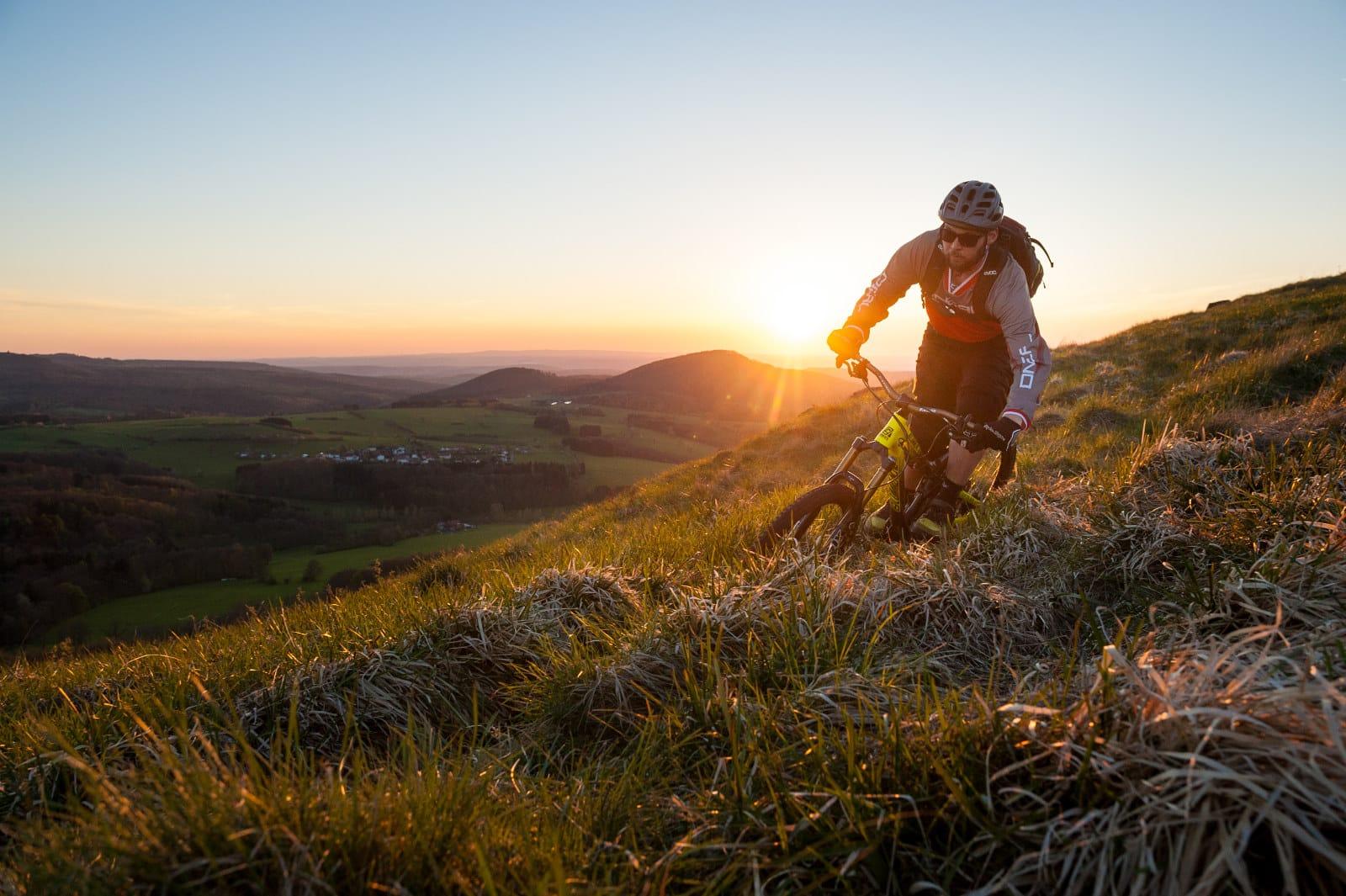 Sundowner auf dem Mountainbike in der Rhön