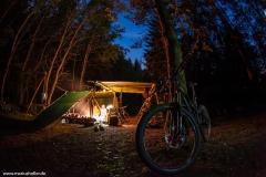 Lagerfeuer und Sternenhimmel in der Rhön