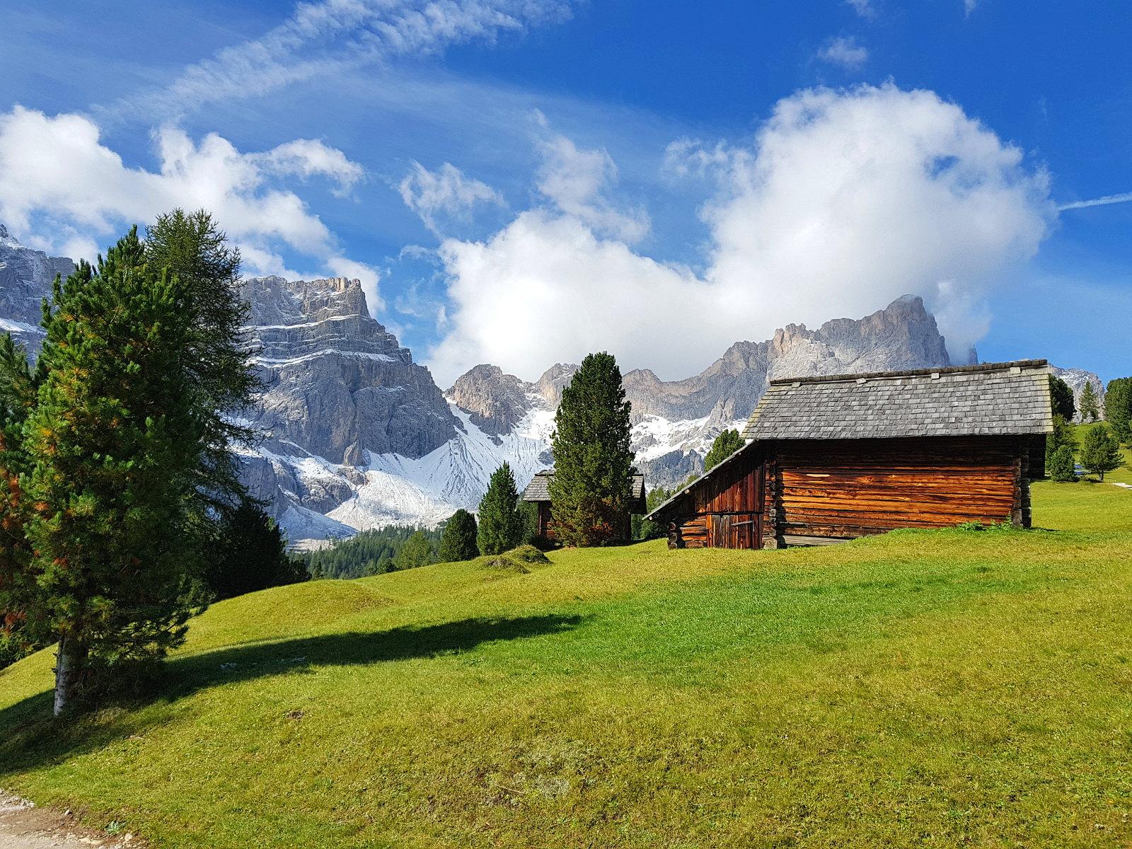 immer wieder begegnen uns schöne Hütten