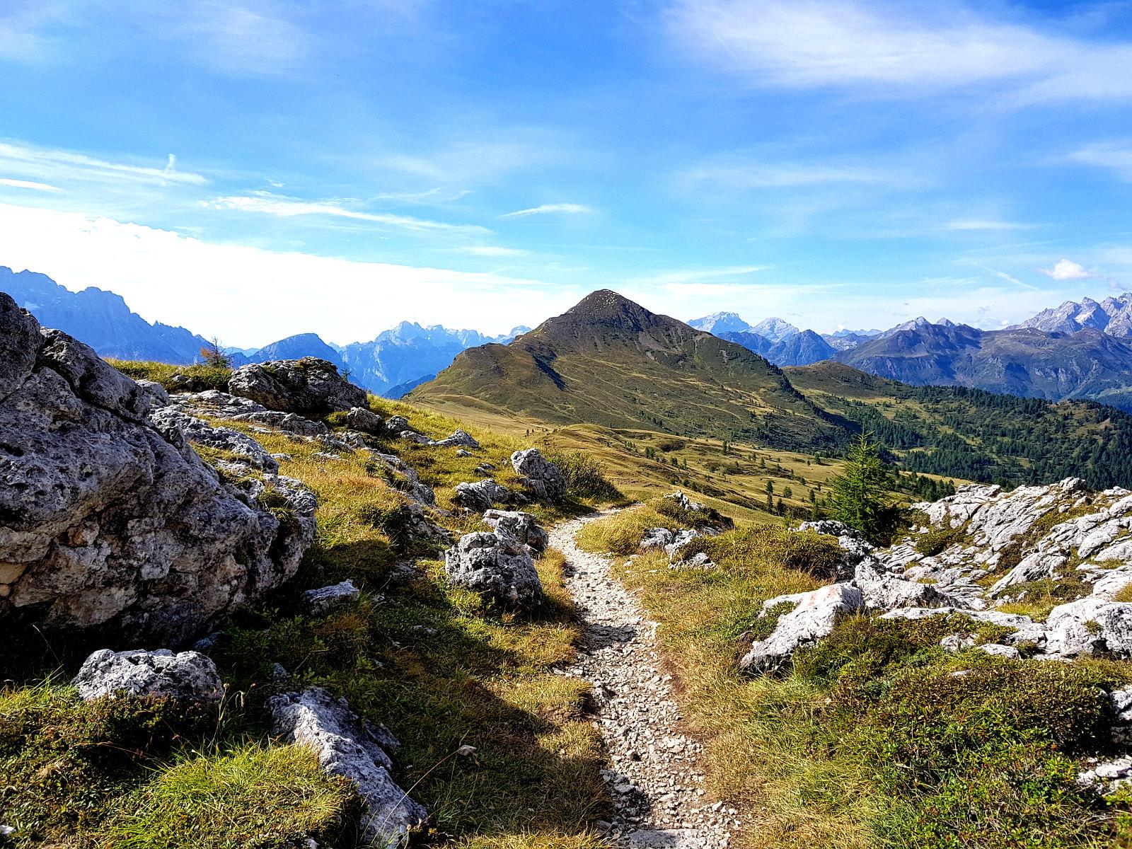 schmale Pfade im Trailcamp Dolomiten