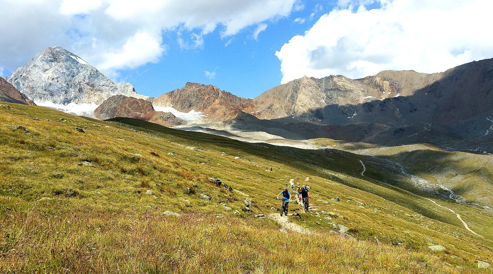 die Königsspitze im Hintergrund gehts talwärts