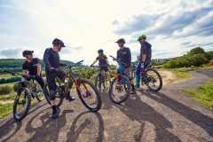 Im Bikepark Friedewald Wolftrails kurz nach der Eröffnung während Videodreh mit Rhöntrail. Models: Andi Rohe, Ronny Quittschalle, Paddi Salmon, Anne.