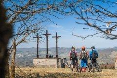 die drei Kreuze am Kreuzberg sind ein beliebtes Fotomotiv