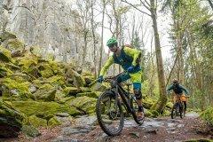 Basaltformationen begleiten uns auf Mountainbike Tour in der Rhön